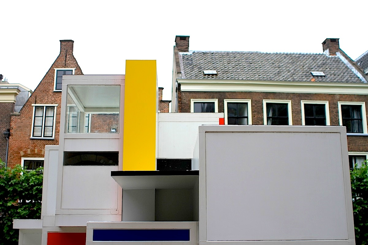 Maison d'Artiste.  Das Maison d'Artiste wurde nie realisiert und das Modell ging verschollen. Auf Grundlage von Fotografien des Modells gelang es dem Architekturprofessor Mick Eekhout und Studenten der Universität Delft, einen Nachbau im Maßstab 1:5 zu rekonstruieren.