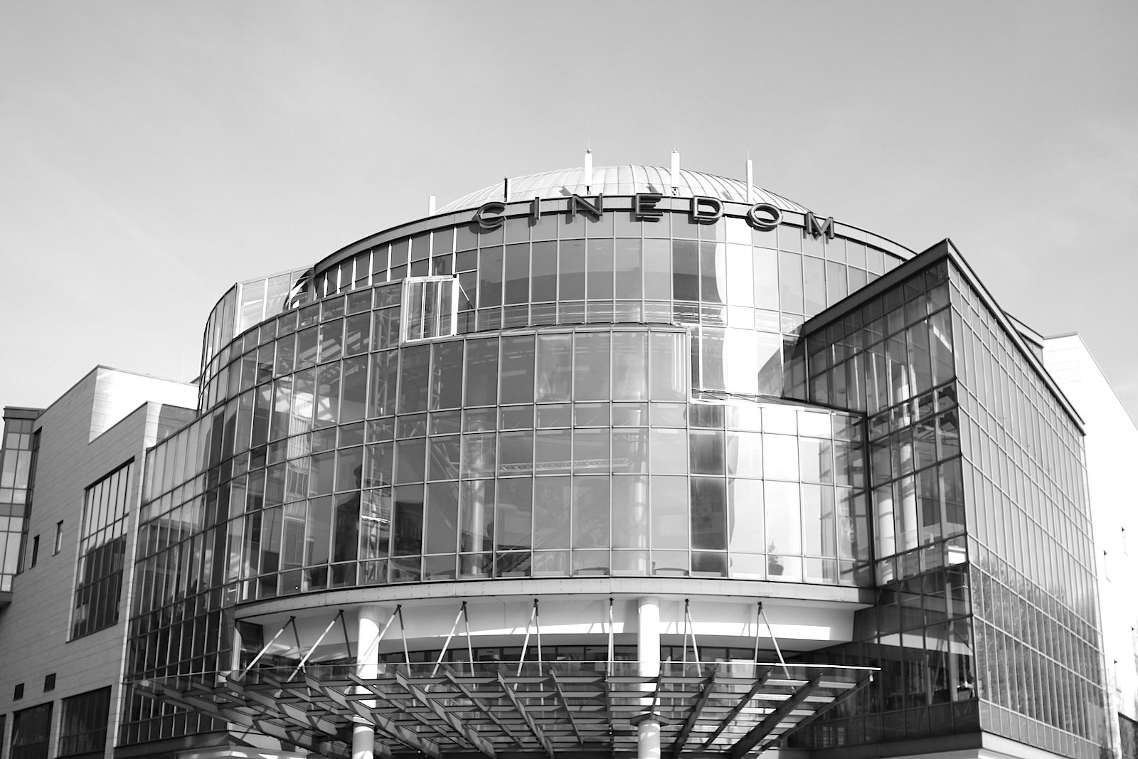 Cinedom, 1990/1991.  The glass rotunda of the multiplex cinema was designed by Zeidler Partnership Architects.