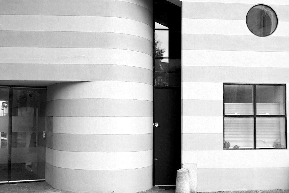 Einfluss.  Diese Wirkung sieht man auch an den nachfolgenden Architekturgenerationen, wie an diesem Haus unweit des Doms in der Innenstadt.