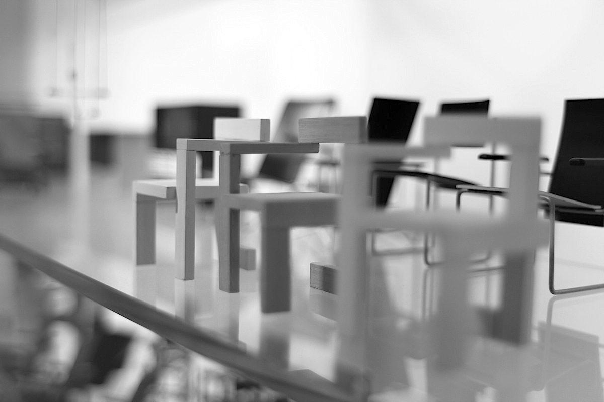 Rietveld-Schröder-Haus. Im Museumsshop mit Minituren der von Rietveld geschaffenenen Stühle.
