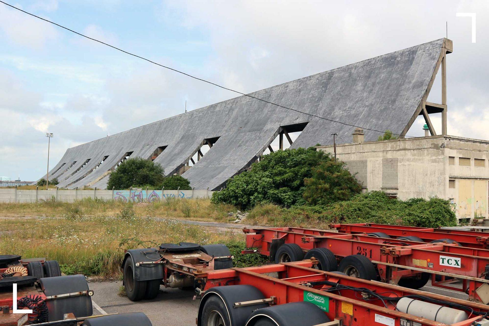 Betonriese, Windschutz, Halfpipe. Die Stahlbetonkonstruktion in der Hafenstadt Le Havre