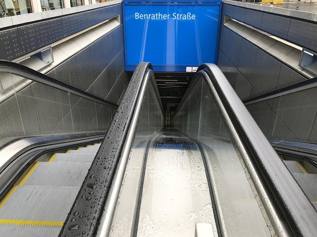 """Station Benrather Straße. """"Himmel oben, Himmel unten"""" von Thomas Stricker"""