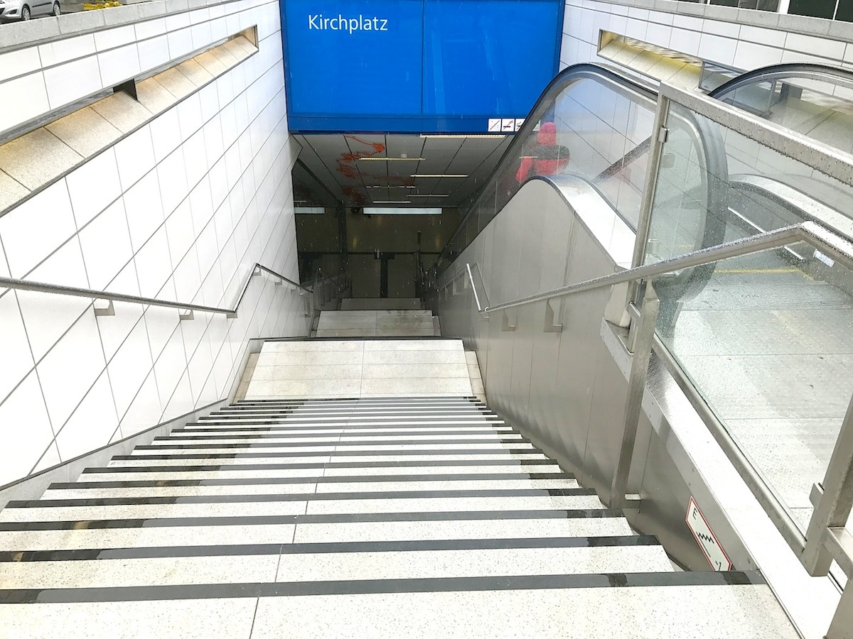 "Station Kirchplatz. ""Spur X"" von Enne Haehnle"