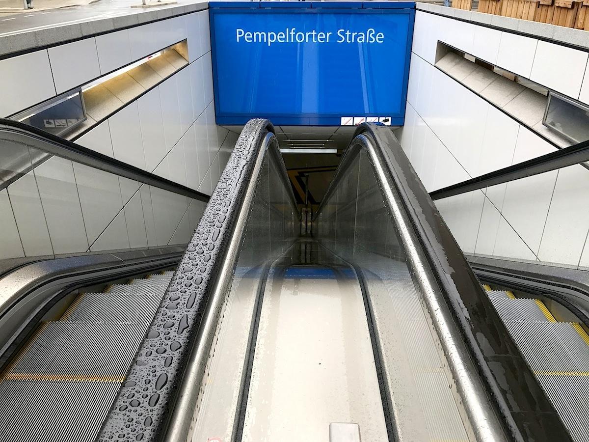 """Station Pempelforter Straße. """"Surround"""" von Heike Klussmann"""