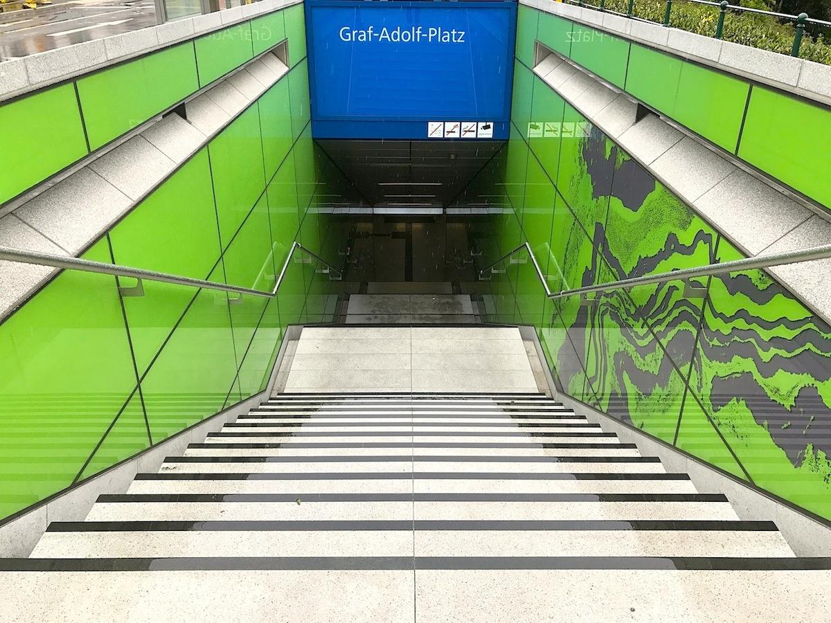 """Station Graf-Adolf-Platz.  """"Achat"""" von Manuel Franke"""