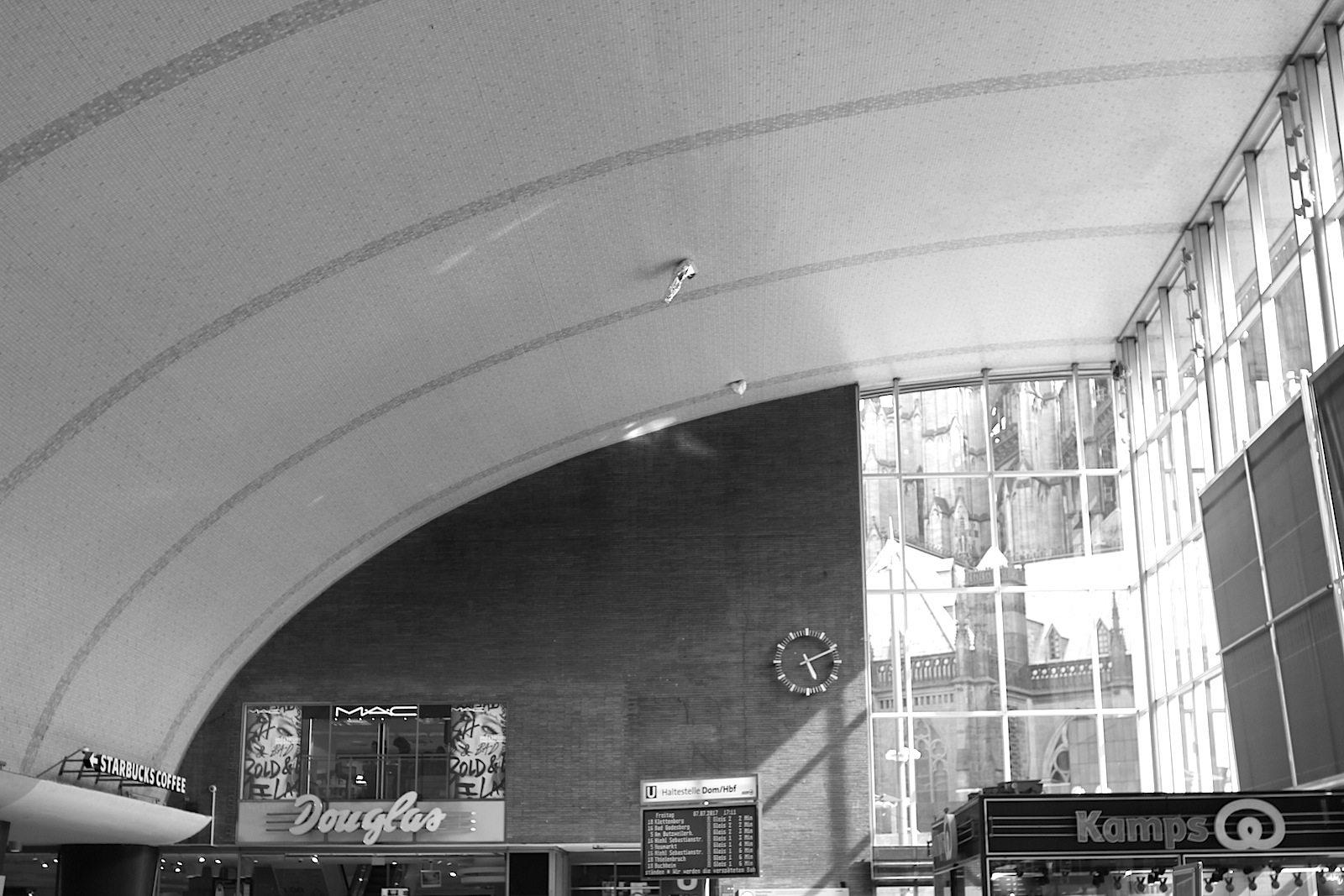 Hauptbahnhof. Eingangshalle.