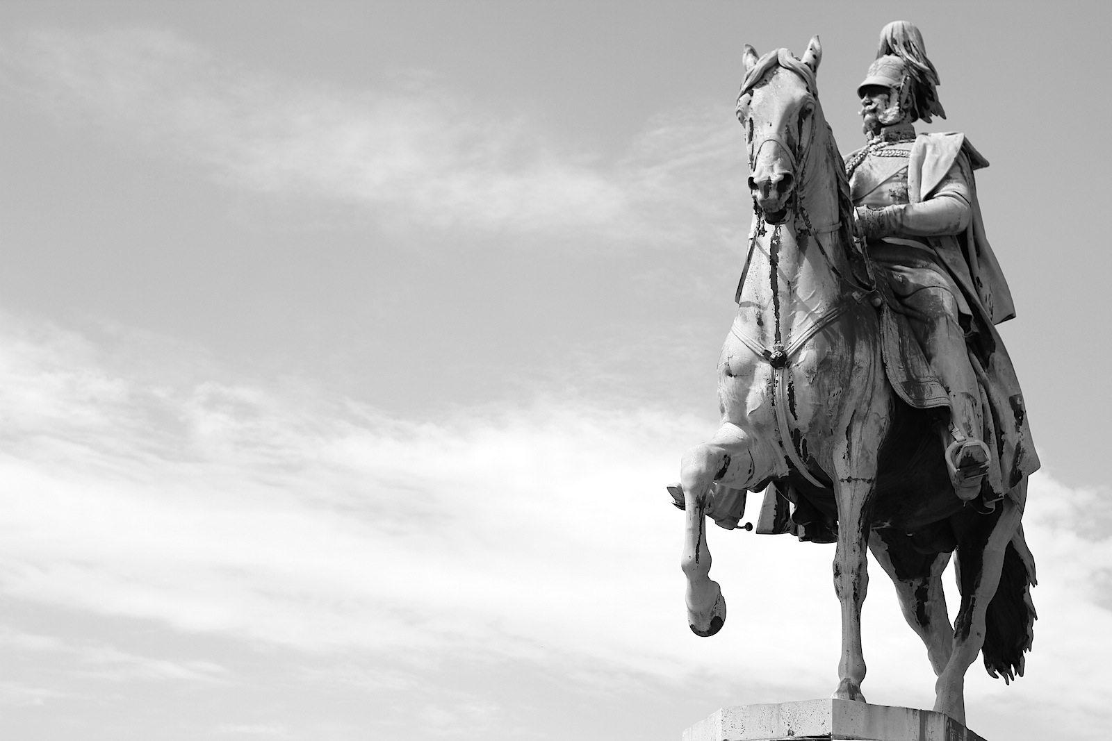 Reiterdenkmal Kaiser Wilhelm, 1867. vom deutschen Bildhauer Friedrich Drake, von dem auch die Viktoria auf der Berliner Siegessäule stammt.