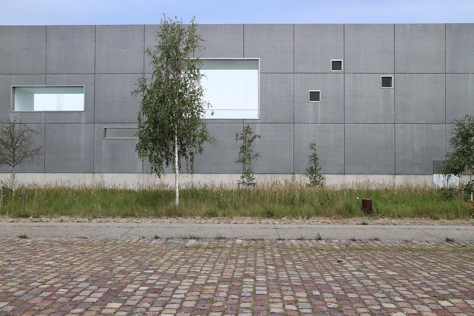 Parcours Les Bassins.  Großartig: Die Bains des Docks vom Ateliers Jean Nouvel. Seit 2008 ein Muß bei jedem Besuch in Le Havre. Die weiße Badelandschaft im Inneren des schlichten Baus ist atemberaubend.