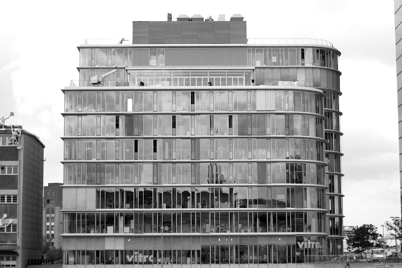 Speditionstraße 17.  Von Ingenhoven Overdiek Architekten. Fertigstellung: 2002