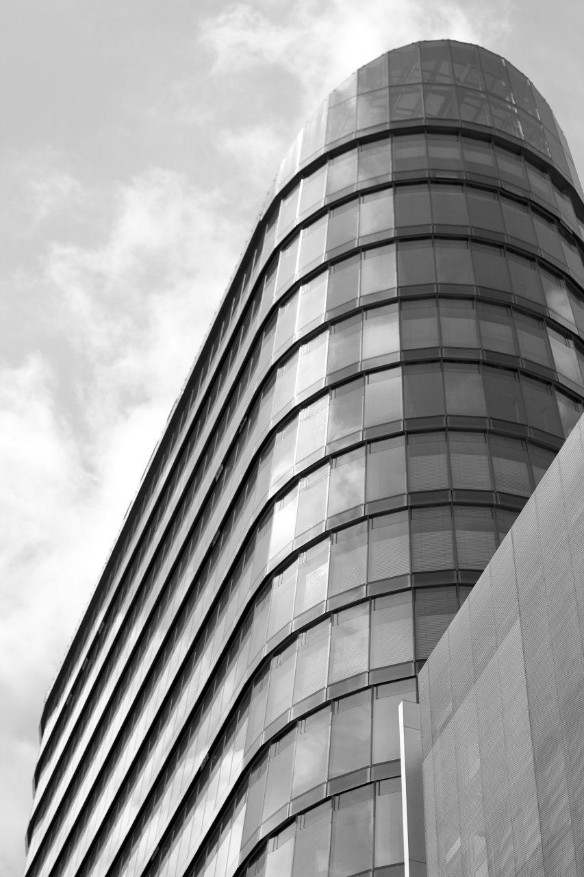 SIGN!. Von Murphy / Jahn, Chicago / Berlin. Fertigstellung 2010. 20-geschossiges Bürohochhaus mit insgesamt 75 Meter Höhe.