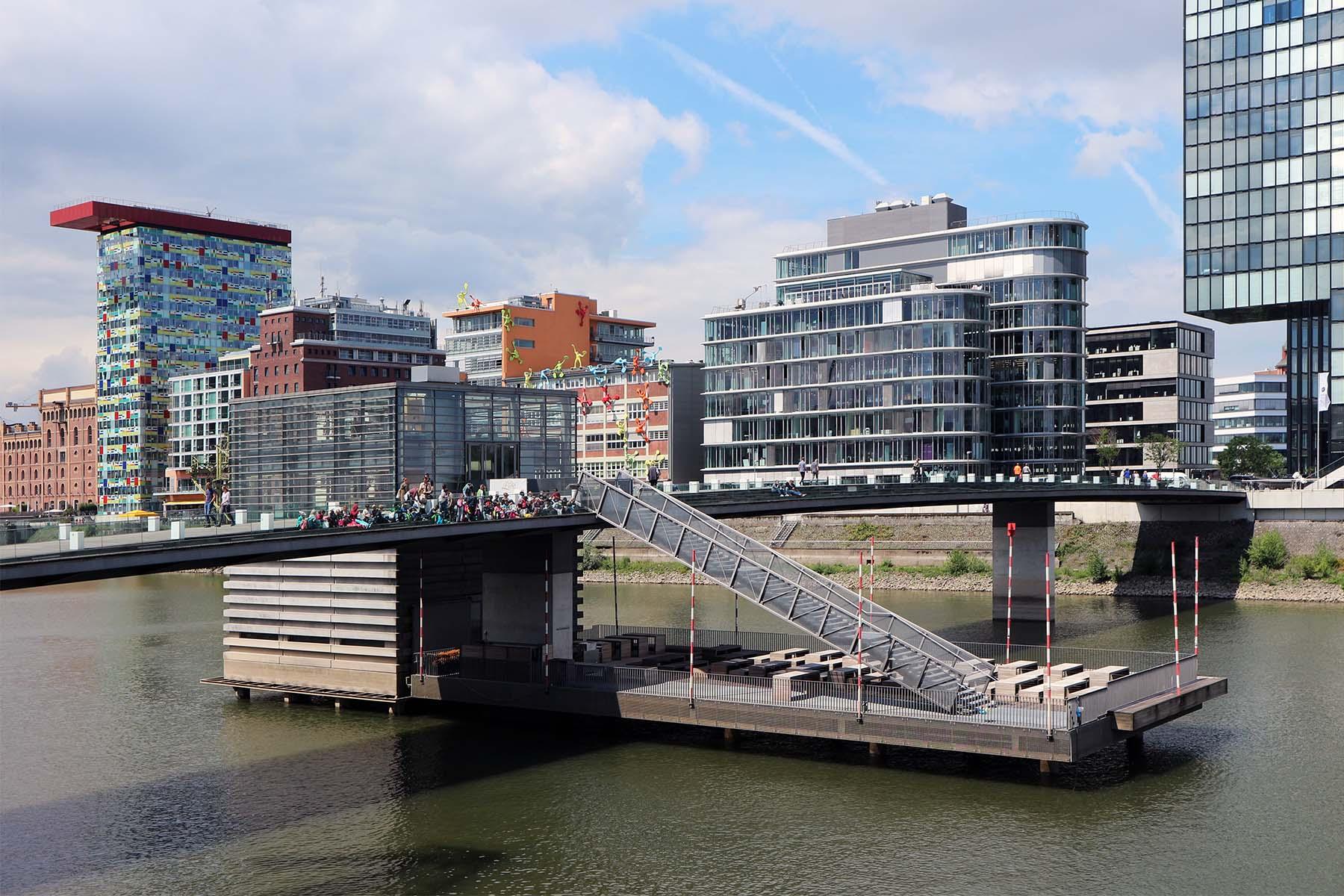 The Living Bridge.  so der andere Name der 150 Meter langen Fußgänger- und Radfahrerbrücke von sop architekten im Auftrag von JSK Architekten, Frankfurt. Fertigstellung 2005.