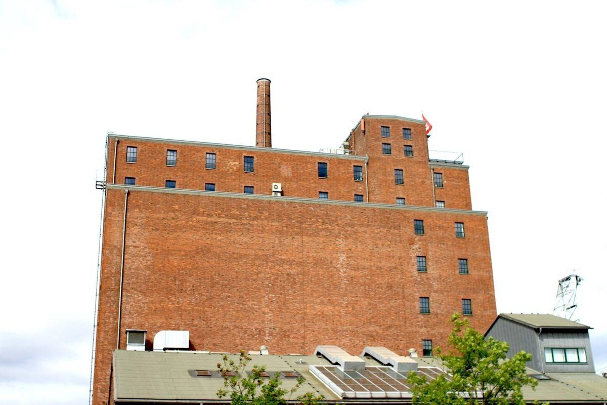 Werhahn Mühle.  Die 1896 von der jüdischen Familie Cohen errichtete Mühle wurde in den 1920er-Jahren durch ein Feuer zerstört.