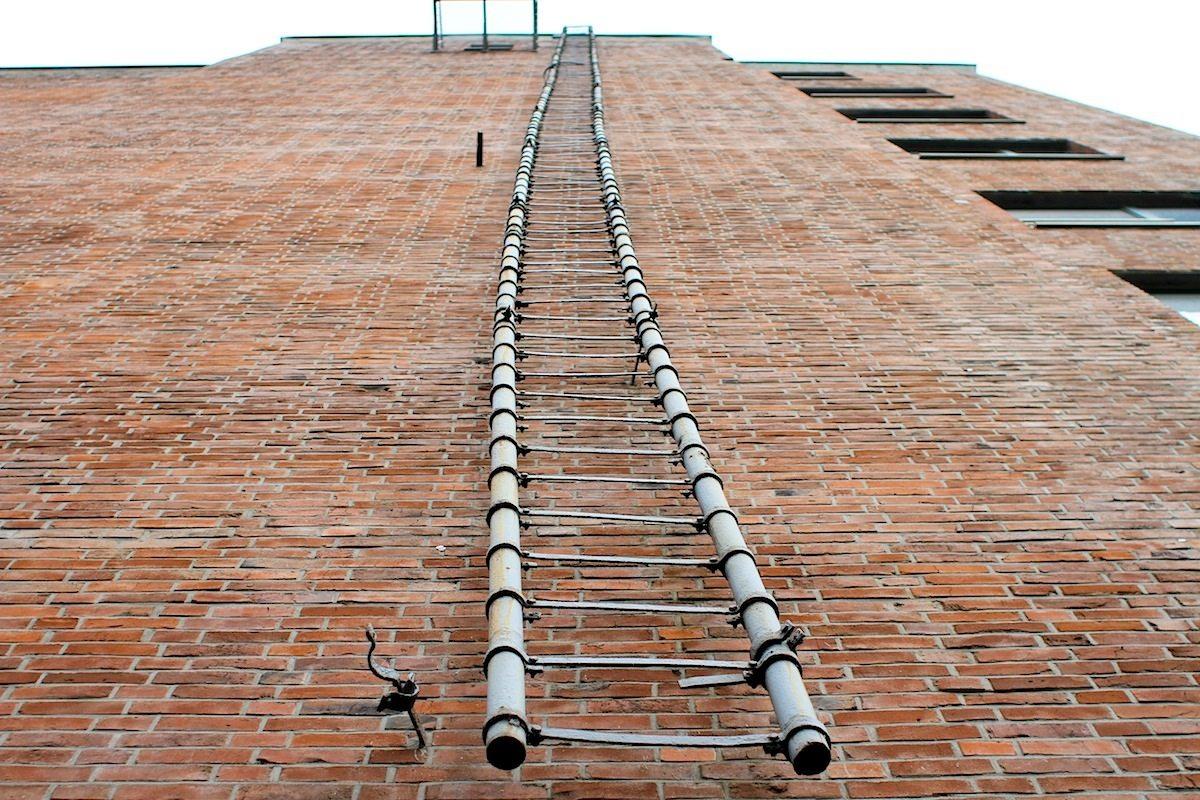 Werhahn Mühle. Nach ihrem Wiederaufbau übernahmen die Rheinischen Mühlenwerke in den 1930er-Jahren die Mühle. Im größeren der beiden Gebäude sind Büros des Business-Kontors IN'N Hafen.