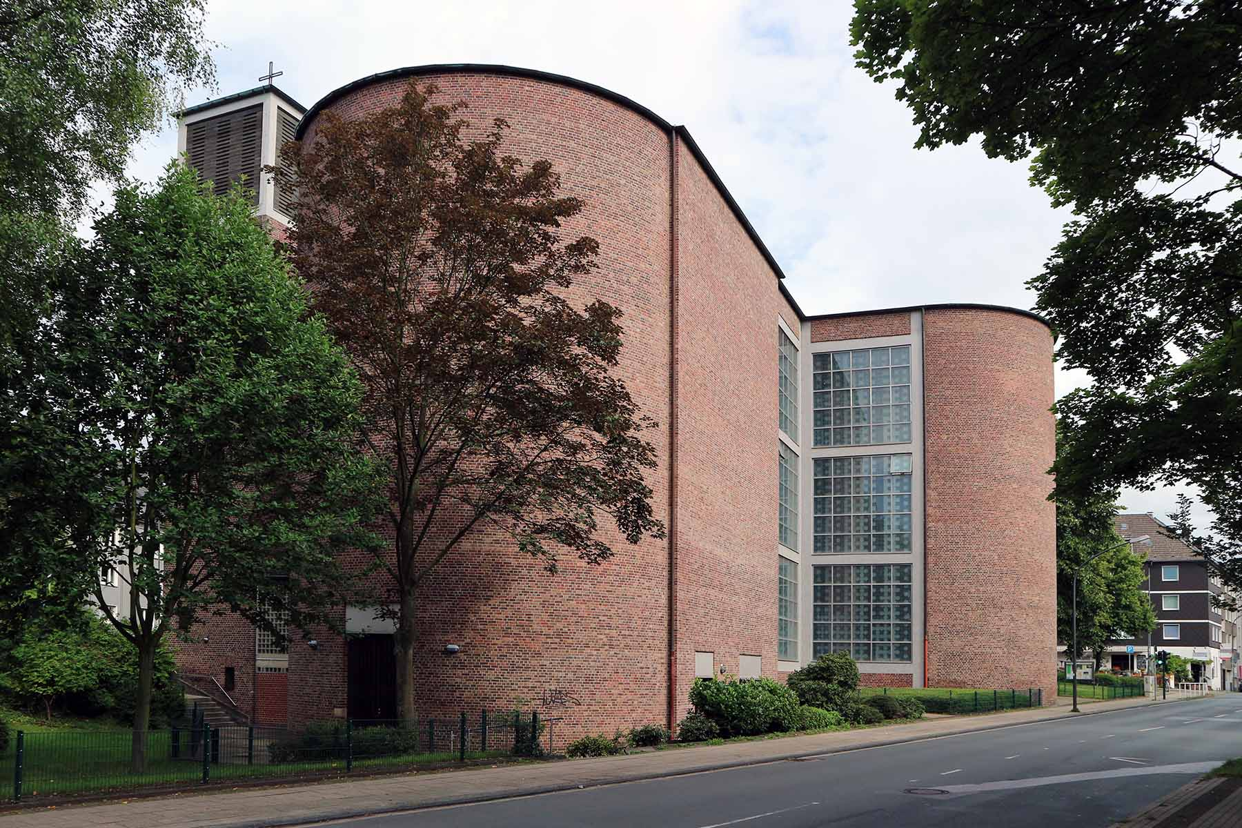 St. Andrew's Church.  Catholic parish church by Rudolf Schwarz and Karl Wimmenauer. Completion: 1957. Brigittastr. 49, 45130 Essen
