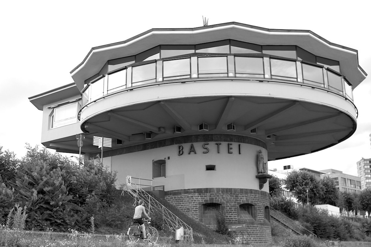 Bastei. Bauwerk im expressionistischen Stil