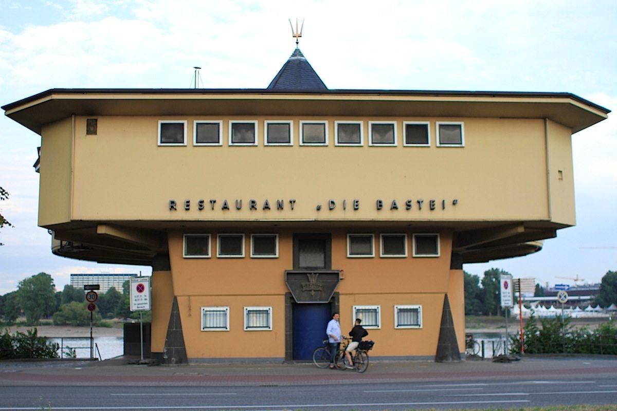 """Bastei.  """"... Köln ist durch Riphahns lustiges Speisehaus reicher geworden."""""""