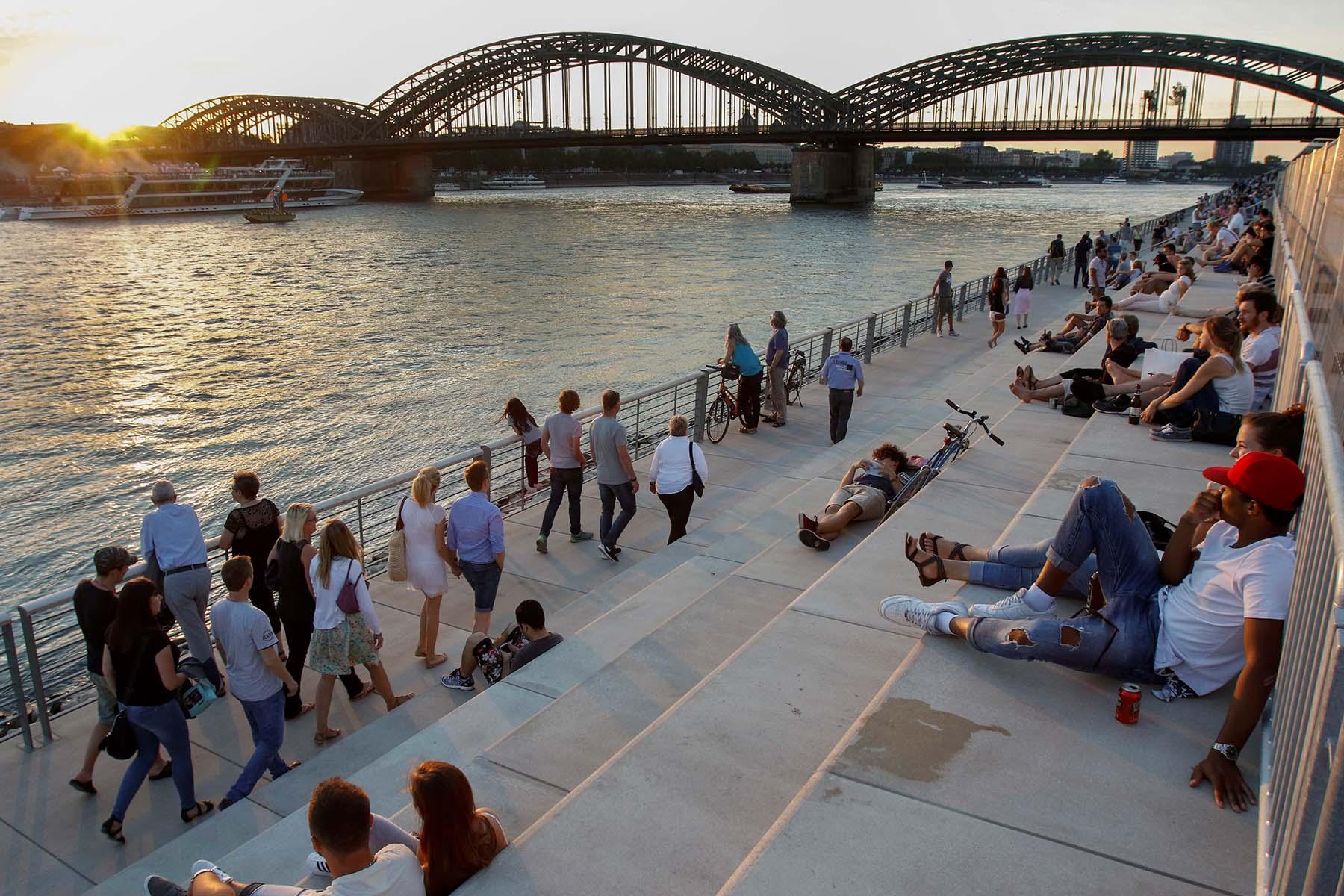 Rheinboulevard.  Spektakuläre Ufertreppe von planorama Landschaftsarchitekten aus Berlin. Fertigstellung: Ende 2016
