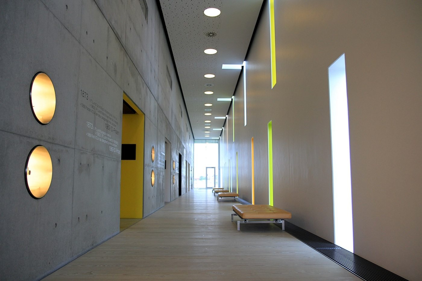 Vola Akademie.  Gradlinig, klar, solide: Architektur und Innengestaltung der Bildungsanstalt sind wie die Produkte von Vola.