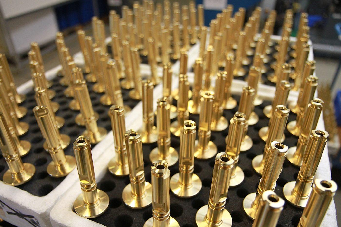Vola Produktion. Heute und mit Hilfe von Robotern und einer an die Autofabrikation angelehnten Produktion sind es ...