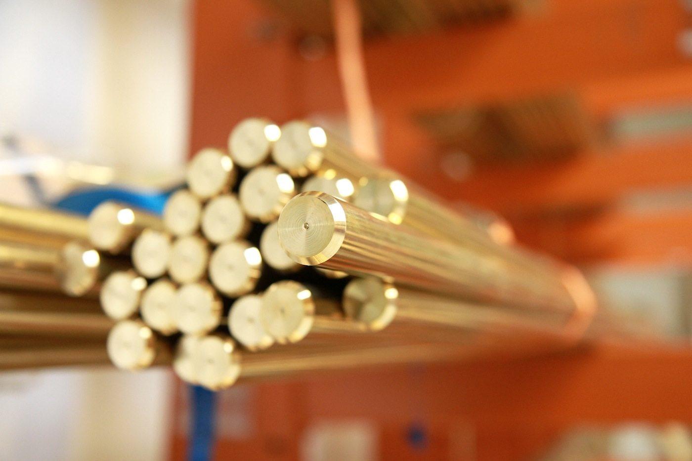 Vola Produktion.  Alle Armaturen und Mischbatterien entsprechen der Norm AB 1953 des Health and Safety Code of California und bestehen aus bleifreiem Messing.