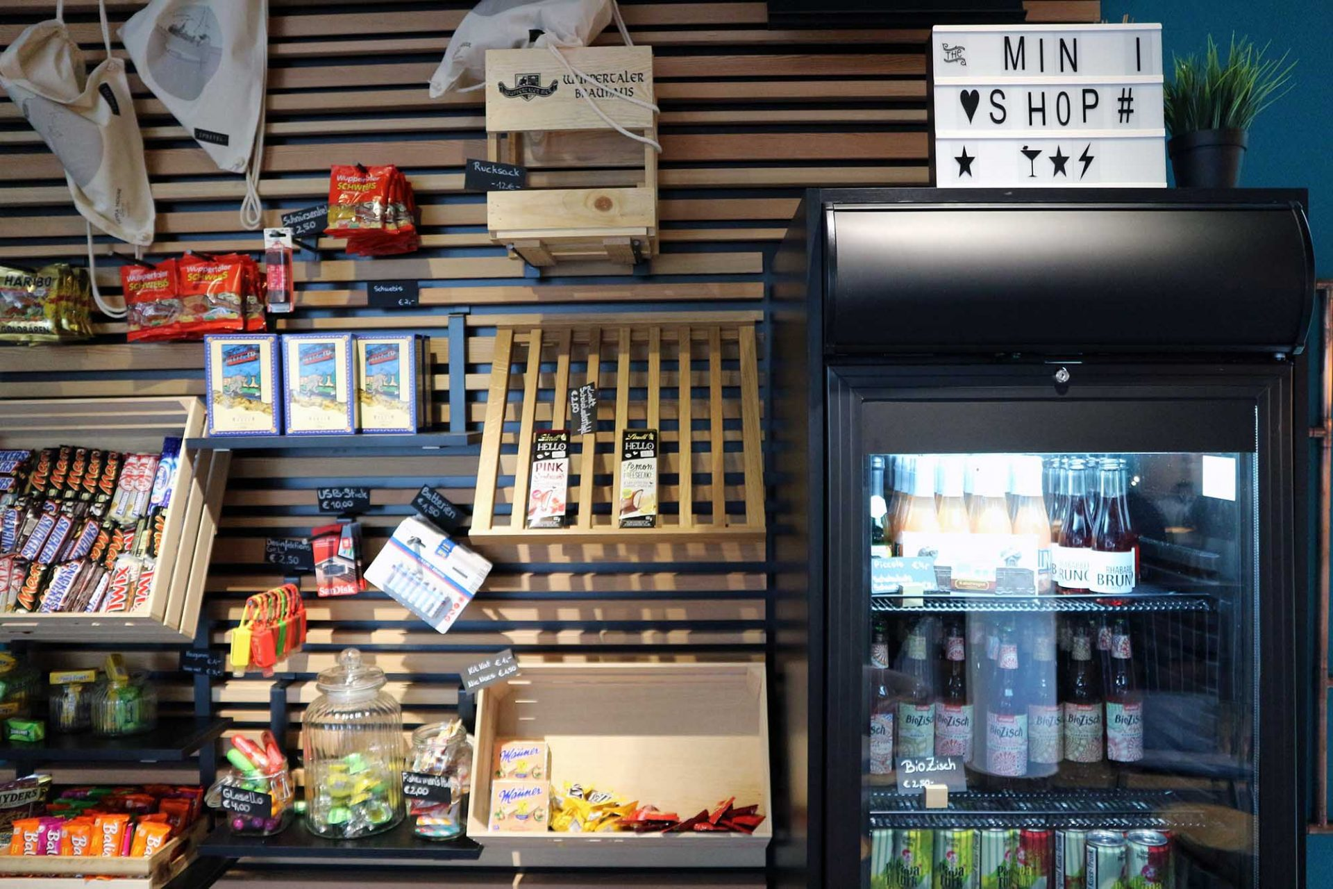 Vienna House Easy Wuppertal. Minishop statt Minibar