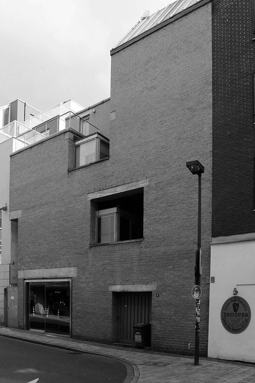 Schmela-Haus. Die drei Häuser sind das K20 (am Grabbeplatz), K21 (im Ständehaus) und das Schmela-Haus F3 in der Mutter-Ey-Straße 3 nur wenige Schritte vom K20 entfernt.