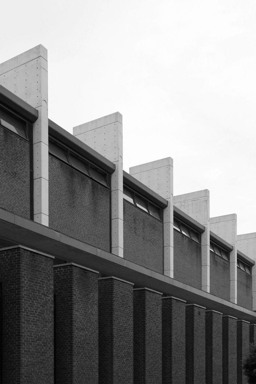 Stadt- und Europahalle. ... der Fassadengliederung lässt sich Jacobsens Vorliebe fürs Vertikale sehr gut ablesen.