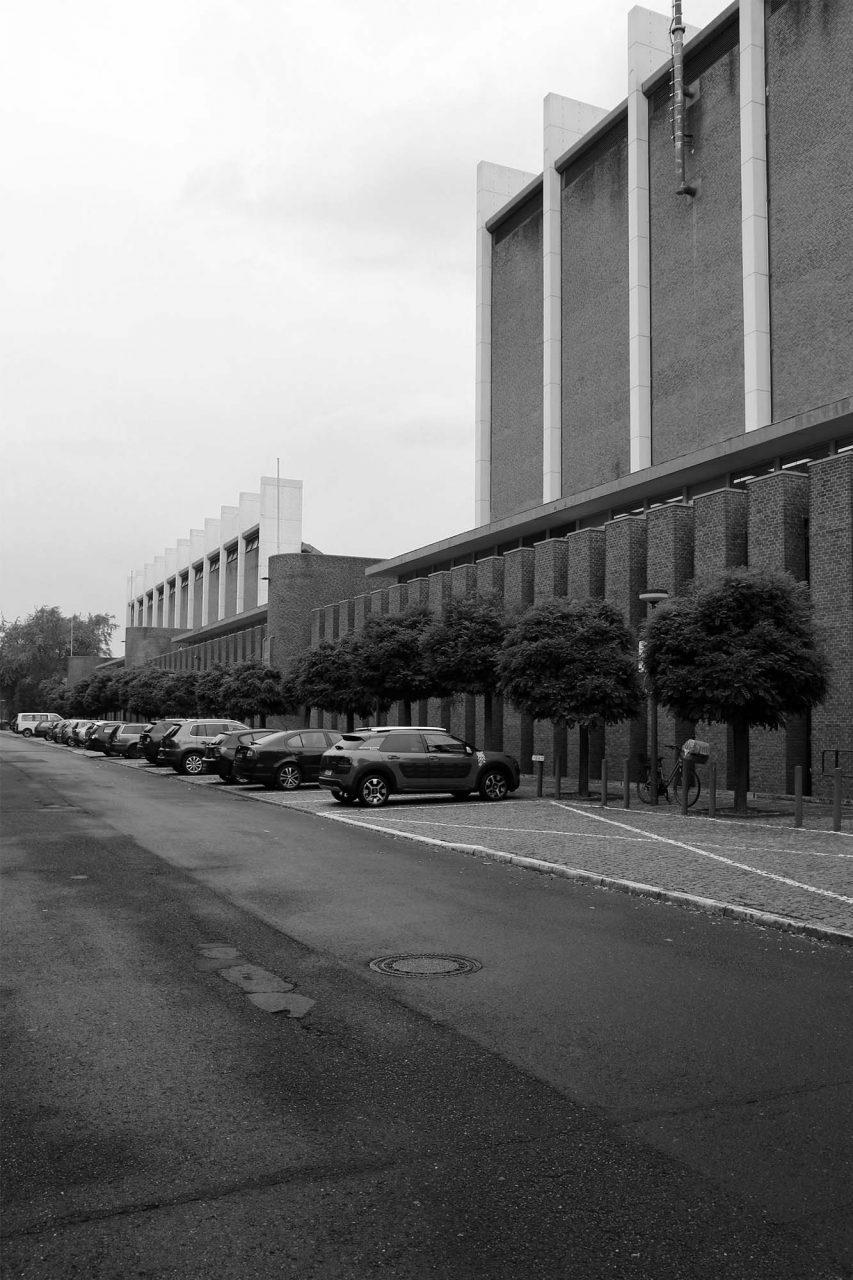 Stadt- und Europahalle. Zur Straße hin definierten die Architekten eine klare Kante.