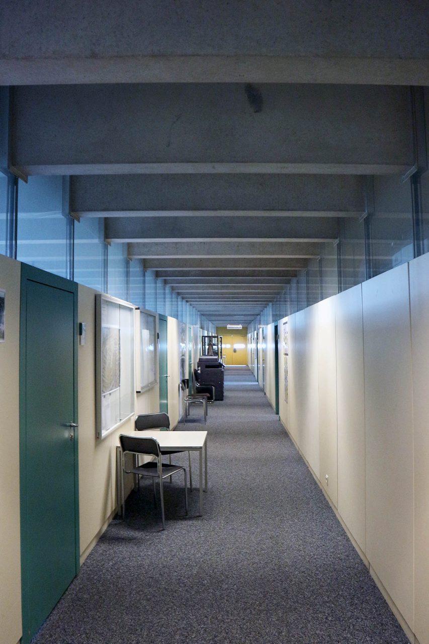 Rathaus Castrop-Rauxel. Die Büroflächen sind stützenlos mit Leichtbauwänden getrennt und können ohne großen Aufwand neu unterteilt bzw. geöffnet werden.