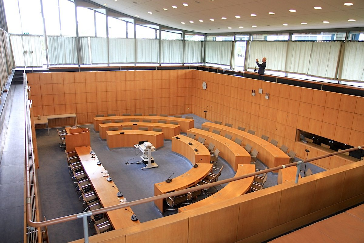 Ratssaal Castrop-Rauxel. ... den tiefergelegten Plenarsaal.