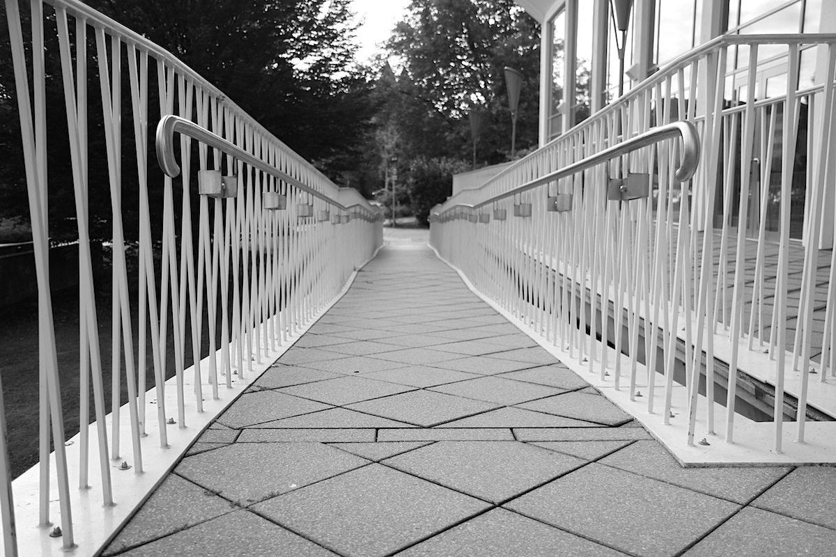 Schwimmoper Wuppertal. Die feinen Geländer sind noch im Original erhalten.