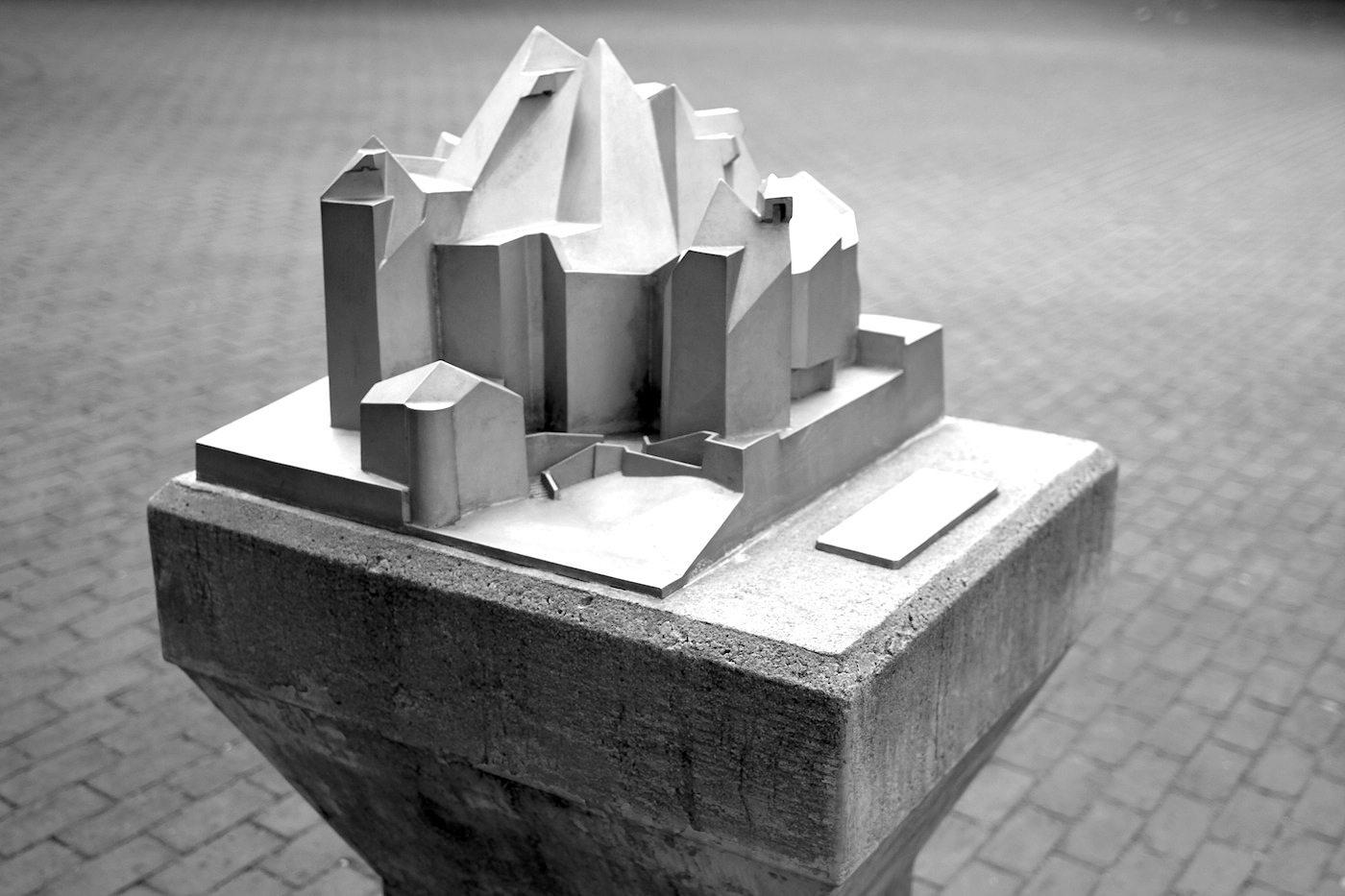 Katholische Wallfahrtskirche Maria, Königin des Friedens. Gottfried Böhm, Baujahr: 1968. Elberfelder Str. 12, 42553 Velbert-Neviges