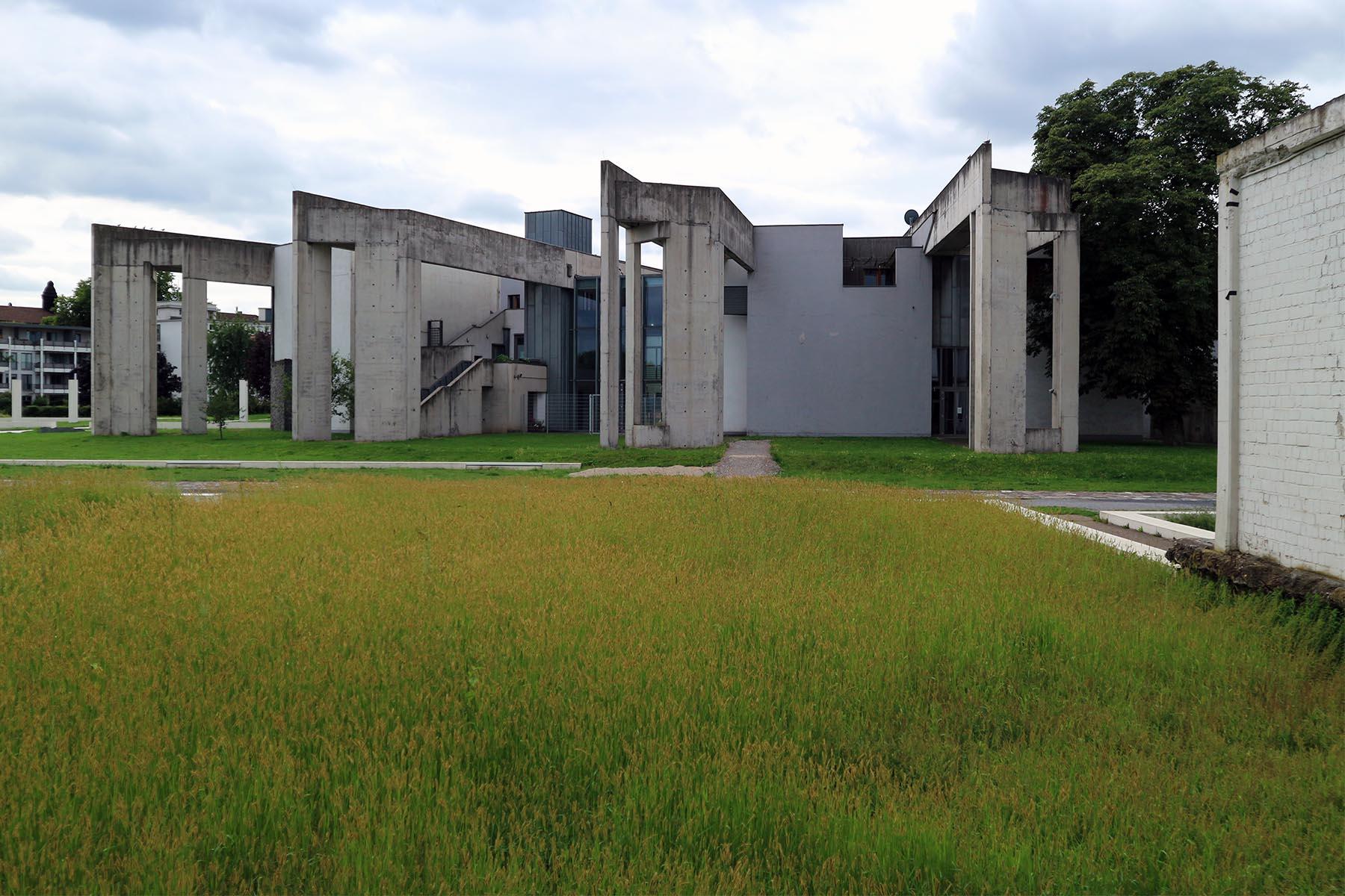 Synagoge und Jüdisches Gemeindezentrum. Zvi Hecker, Baujahr: 1999. Springwall 16, 47051 Duisburg