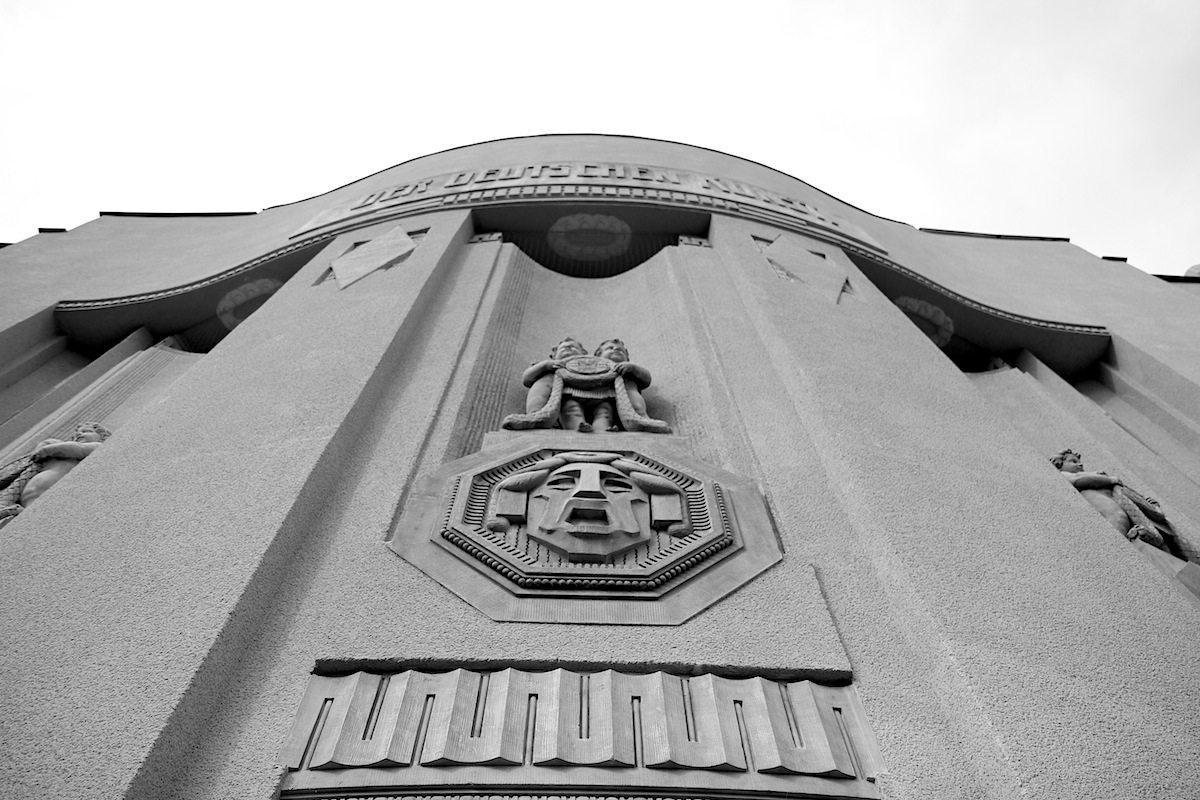 Staatstheater Cottbus, Großes Haus. Monumentaler Prachtbau, für den der Architekt Stile verband, sowohl für die Außen- als auch ...