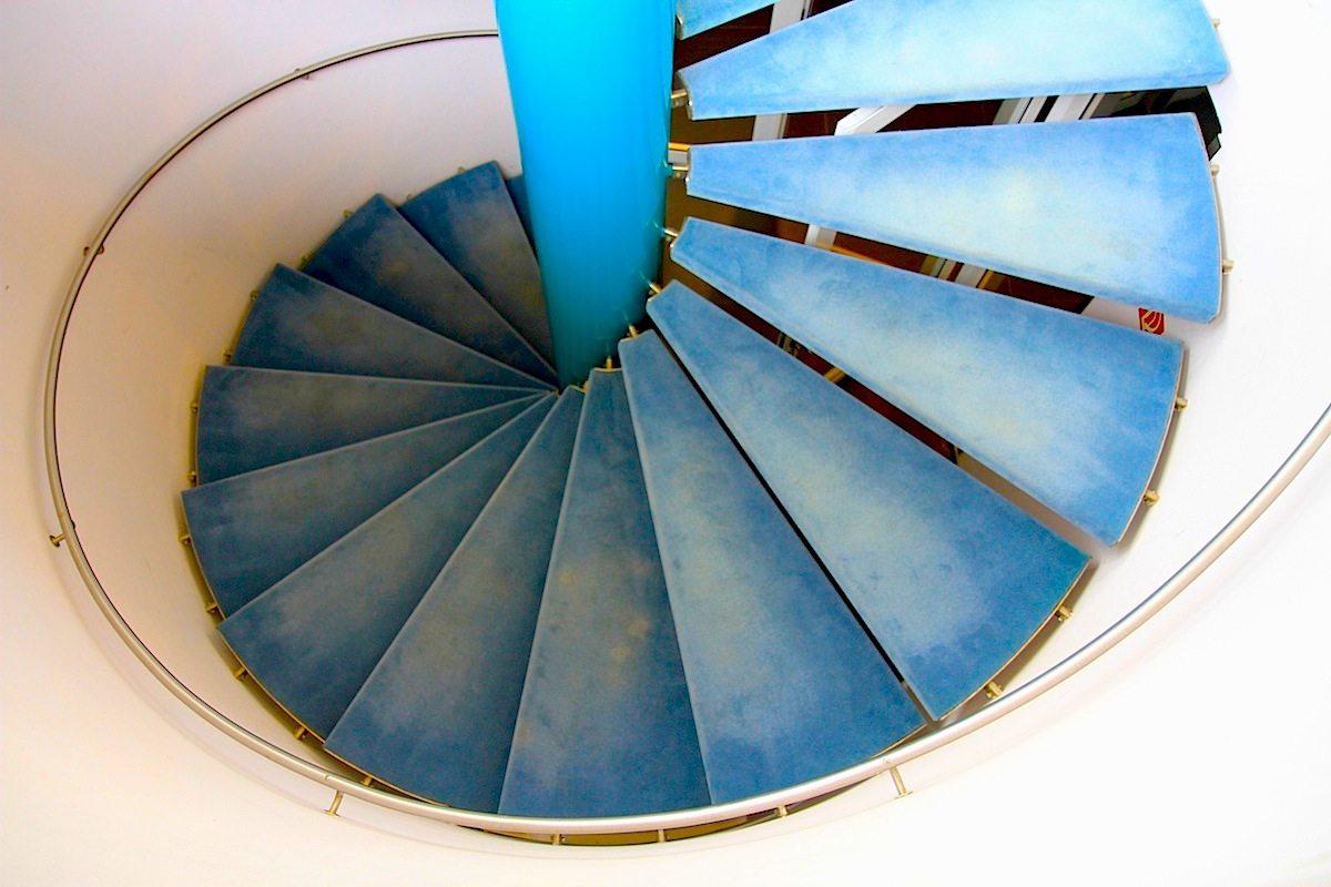 Ratssaal Castrop-Rauxel. Jacobsen und Weitling planten jedes ihrer Gebäude bis ins kleinste Detail, so auch diese Wendeltreppe.
