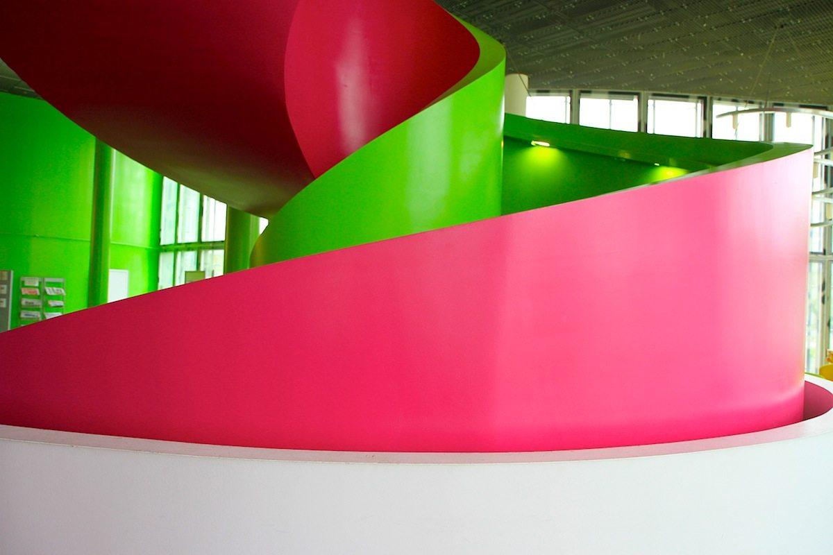 IKMZ BTU. Die ausladende Wendeltreppe hat einen Durchmesser von sechs Metern.