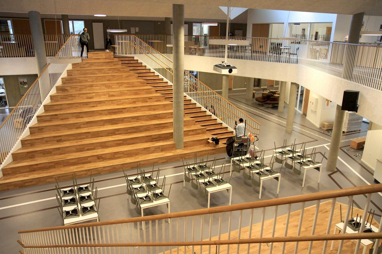 Skovbakkeskolen, Odder. Denn der Schwerpunkt des Entwurfs liegt im Zusammenspiel der Bereiche und Fächer mit ...