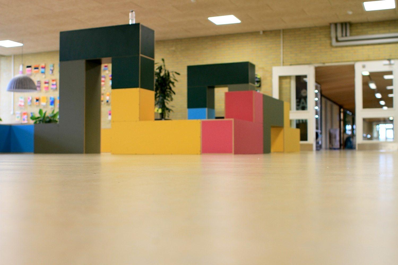 Søndervangskolen, Aarhus. Vor der Modernisierung 2008 verlor die Schule konstant an Schülerschaft, erzielte schwache Ergebnisse und hatte ein negatives Image in der Öffentlichkeit.