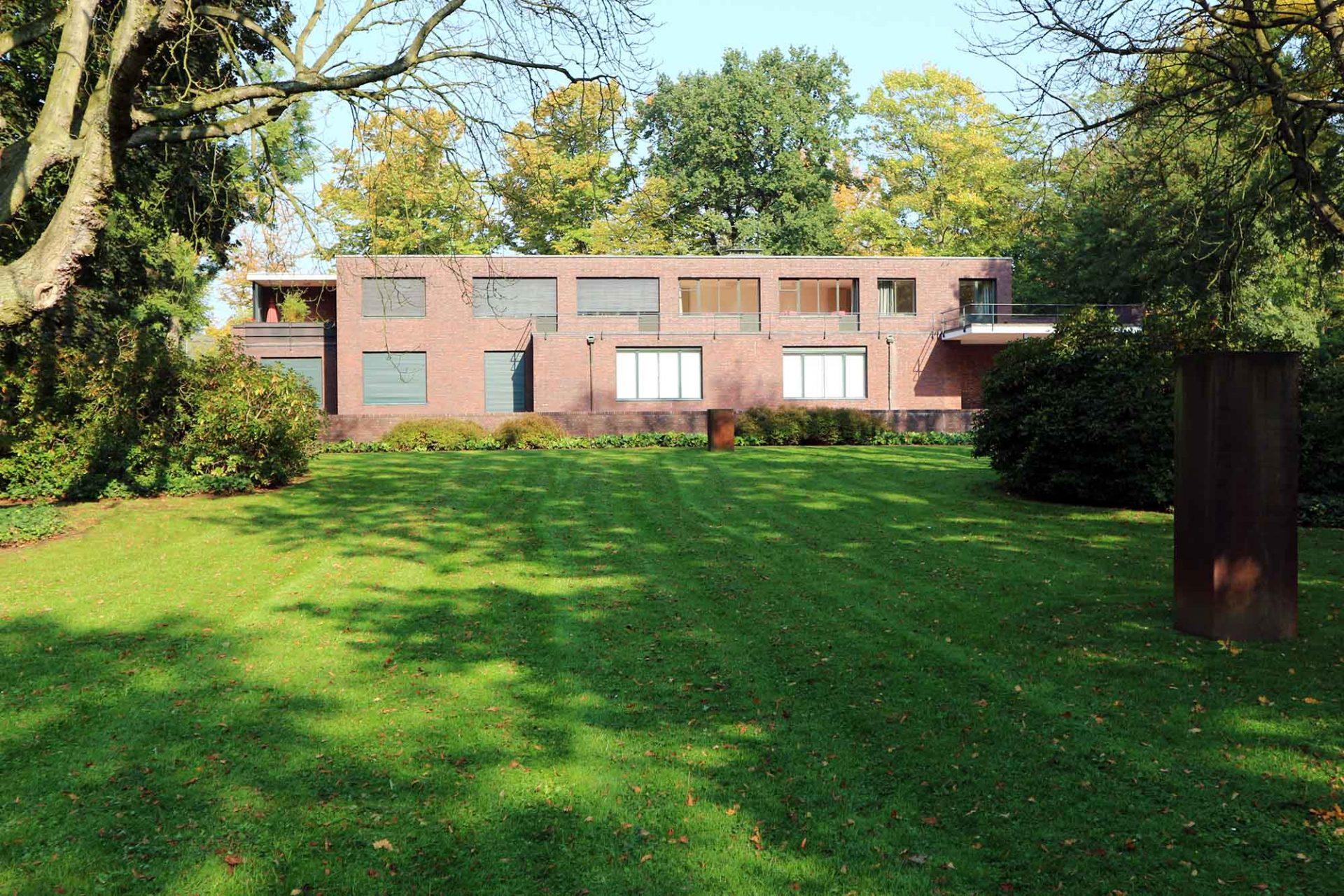 Haus Esters. Die Häuser Lange und Esters werden seit 1955 bzw. 1981 als Ausstellungshalle für zeitgenössische Kunst genutzt.