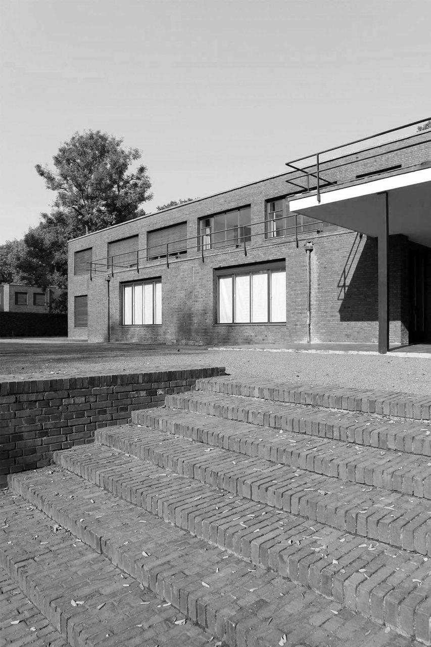 Haus Esters. Während der Umbauphasen zwischen den Ausstellungen bleiben die beiden Häuser geschlossen.