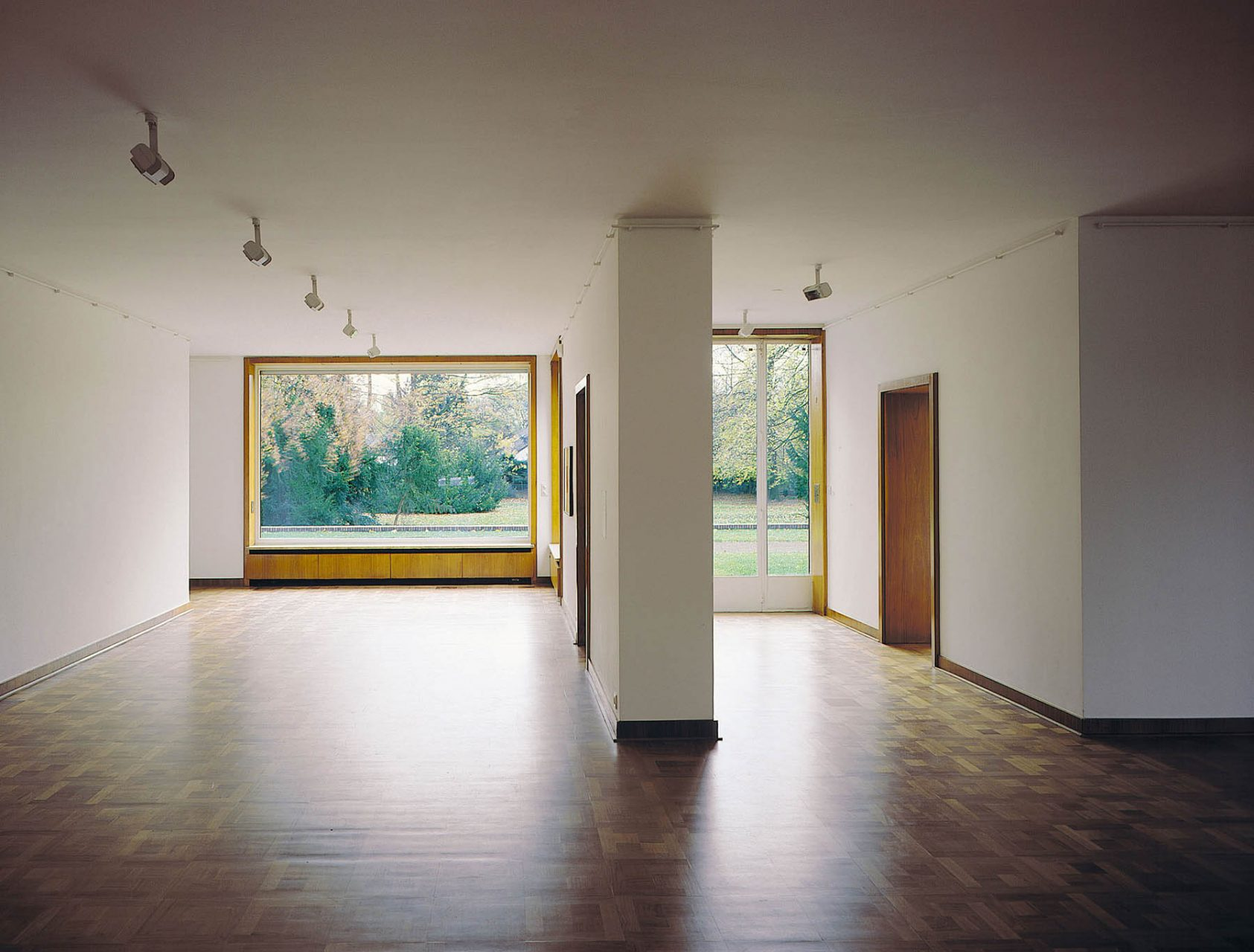 Haus Lange. Mies developed the interior design together with Lilly Reich.