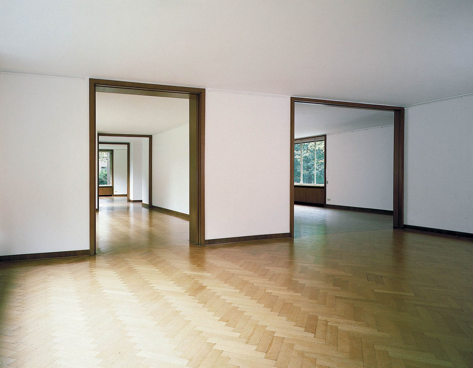 Haus Esters. Floors and window in walnut and oak