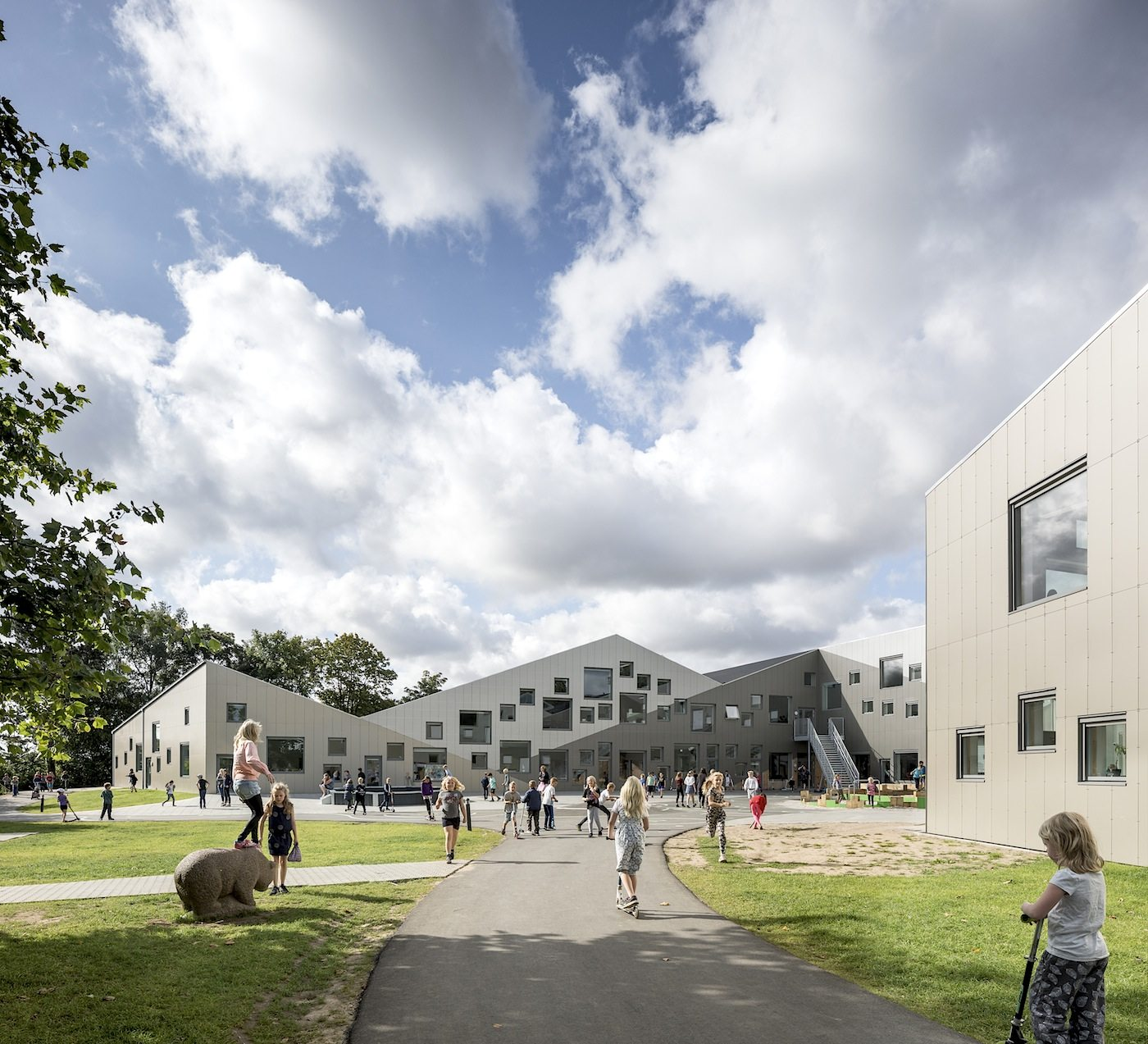 Skovbakkeskolen, Odder.  The school was completed in 2017. The new complex combines a school for 650 students and a daycare centre for 100 children in a diverse and transparent new learning environment.