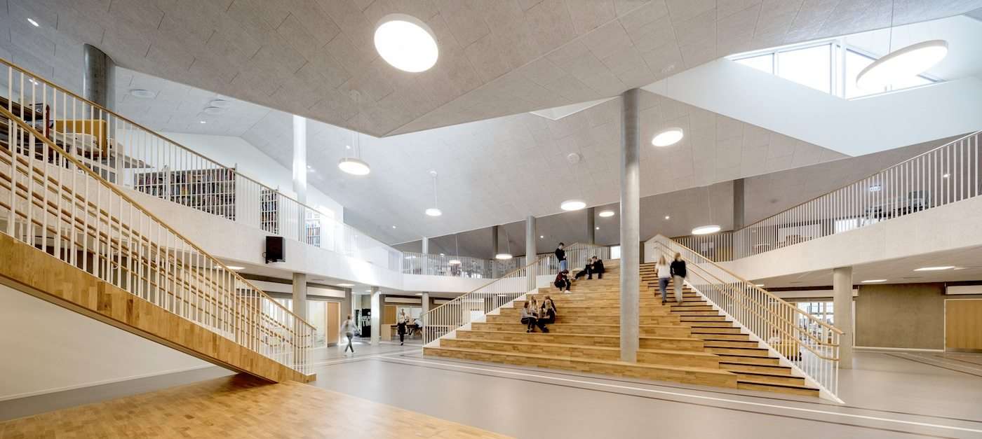 Skovbakkeskolen, Odder. The building is laid out as four offset fingers, which are all oriented towards a large central common space and three adjacent subject plazas with different themes – the creative plaza, the science plaza and the sports plaza.