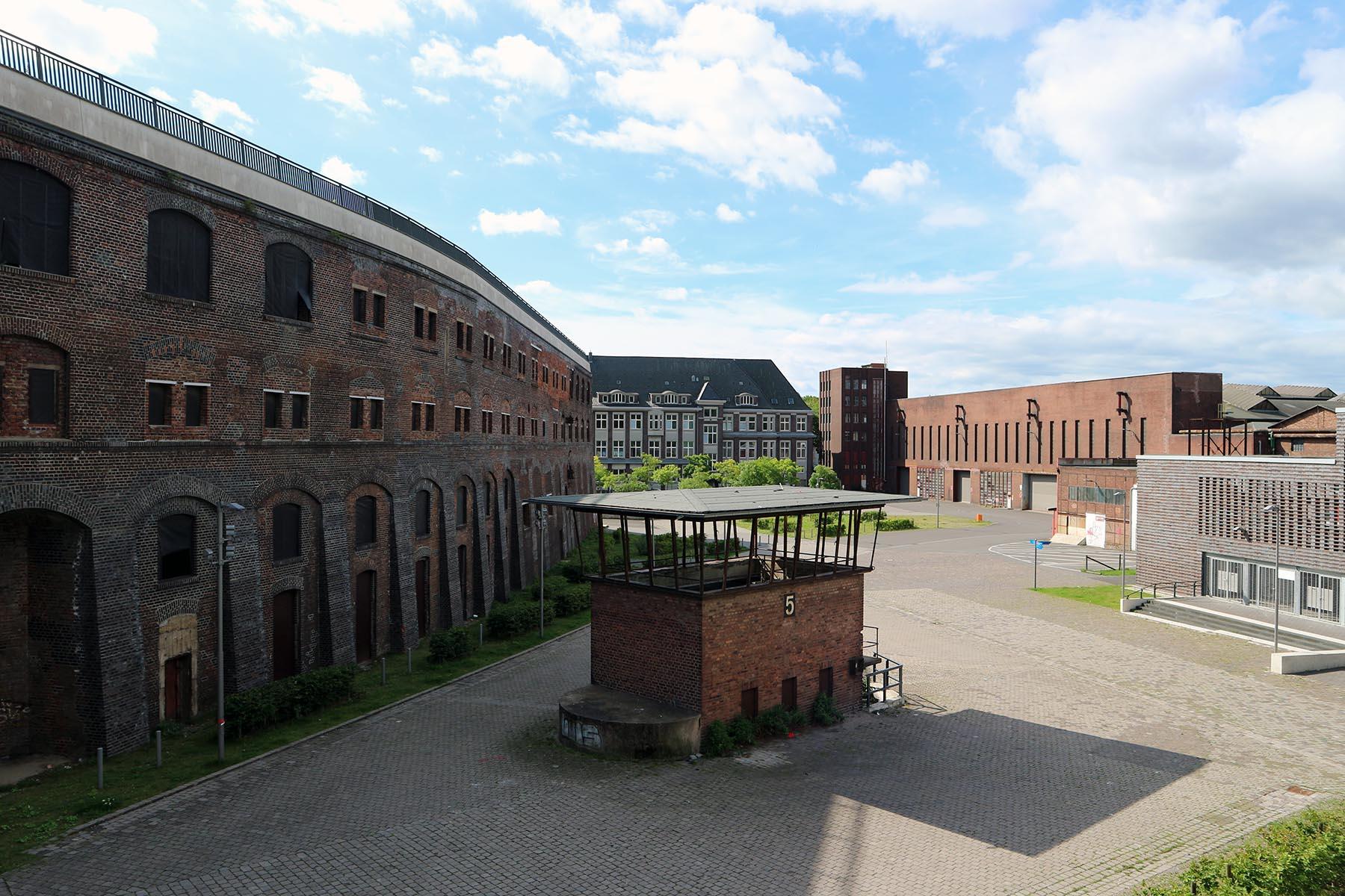 Jahrhunderthalle. ... 75 Hektar groß und umfasst das Gelände des Westparks.