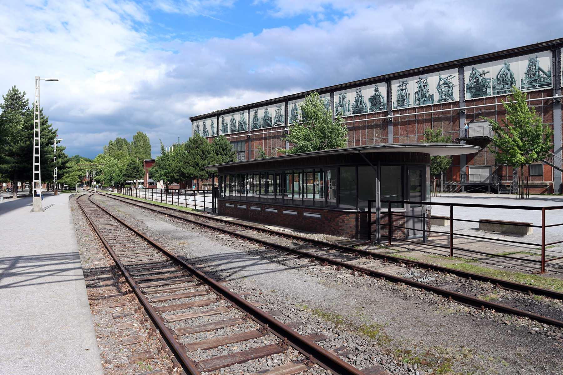 Landschaftspark Duisburg-Nord. Von 1990 bis 1999 wurden die Hallen, Gebäude und das Außengelände umgebaut.