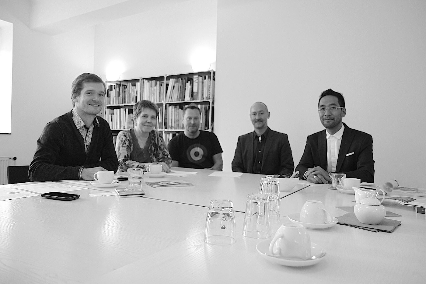 THE LINK to M:AI.  Von rechts nach links: Timo Klippstein (M:AI Kommunikation), M:AI Kuratorin Dr. Ursula Kleefisch-Jobst, Projektleiter Peter Köddermann, Architekt Hendrik Bohle and Journalist Jan Dimog von THE LINK