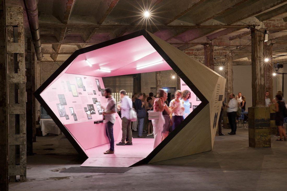 """Alle wollen wohnen. Diese und andere gewichtige Fragen zum Thema """"Wohnen"""" stellte die Ausstellung, die ..."""