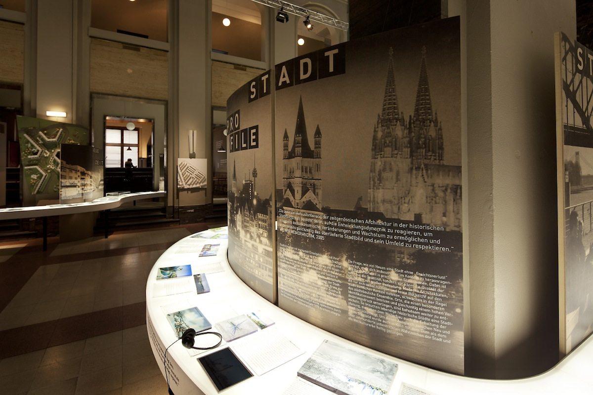 Dynamik und Wandel. Die Entwicklung der Städte am Rhein 1910-2010+.  Die Ausstellung zeigte die Entwicklung von Bonn, Köln, Leverkusen, Düsseldorf, Neuss und Duisburg zwischen 1910 und 2010+.