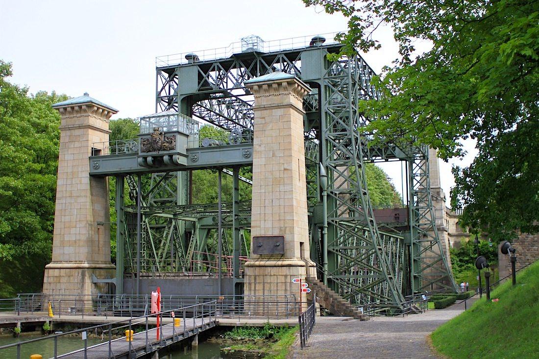 Schiffshebewerk Henrichenburg. Das Hebewerk wurde am 11. August 1899 eröffnet.